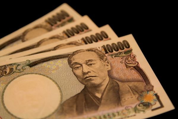 数枚の一万円札