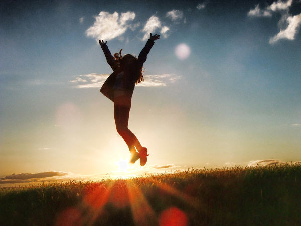 ハイジャンプする女性