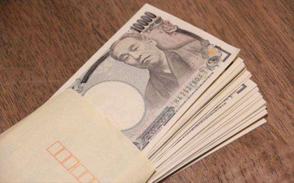 封筒に入った一万円札